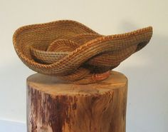 Undulating Pine Needle Basket - hope i get to where i can make one of these.