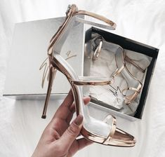 Imagen de shoes, fashion, and gold