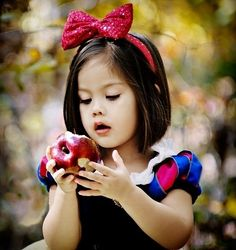 If I ever have a daughter, I want her to dress up like Snow White! :)
