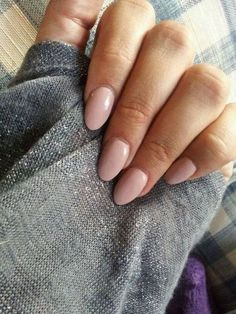 manicure - THE trend of this year for me: OVAL NAILS. It doesn't matter what color you put on it will always looks natural and stylish. My tip: nude or white oval nails. Nude Nails, Gel Nails, Acrylic Nails, Nail Polish, Nail Nail, Gel Manicures, Pointy Nails, Coffin Nails, Prom Nails