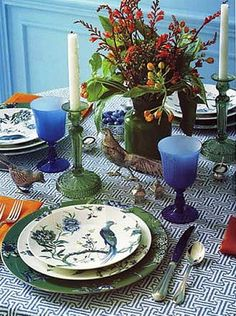 Jasper Conran Chinoiserie china by Wedgwood is beautiful on its own and even more striking against the tablecloth above, made from Quadrille's Java Java fabric.