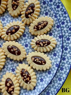 Barquettes aux amandes chocolat et pralin d'amandes Biscuits, Cake Recipes, Dessert Recipes, Macarons, Cookie Cutters, Sweet Tooth, Pie, Yummy Food, Sweets