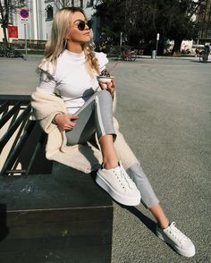 42 Stylish and Cool Outfits for Teenagers by Valentina Steinhart – Sayfa 18 – Women Style Chic Outfits, Fashion Outfits, Fashion Fashion, Trendy Outfits, Latest Fashion For Women, Womens Fashion, Luanna, Grunge, Latest Outfits