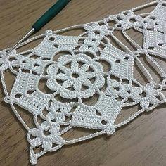 👩Deixe seu ❤ si gostou👏👏 ❤❤Siga a nossa pagina ❤❤ . ❤Os materiais básicos para você começar a fazer peças em crochê são ❤Agulha de crochê .…