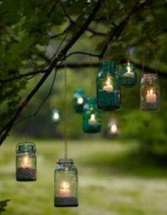 Kaarsen in boom | romantisch | DIY | how to | buiten | garden | recycle | tips | creatief | tuin