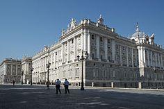 El último monarca que vivió en palacio fue Alfonso XIII, aunque Manuel Azaña, presidente de la Segunda República, también habitó en el mismo, siendo por tanto el último Jefe de Estado que lo hizo. Durante ese periodo fue conocido como «Palacio Nacional». Todavía hay una sala, al lado de la Real Capilla, que se conoce por el nombre de «despacho de Azaña».7