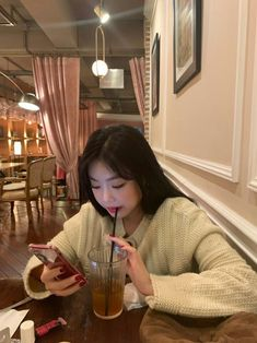 Extended Play, Soo Jin, Mirror Pic, Kpop Couples, Cube Entertainment, Soyeon, Girl Crushes, Korean Girl Groups, Baby Love