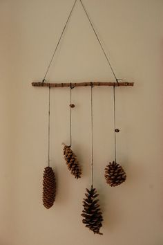 60 Simple & Creative Ideas to Use Wood Branches into Your Home Decoration Kids Crafts, Diy And Crafts, Craft Projects, Projects To Try, Arts And Crafts, Pine Cone Crafts For Kids, Autumn Crafts, Nature Crafts, Christmas Crafts