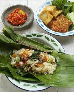 Nasi Liwet Bakar by Xanderskitchen Indonesia Travel Honeymoon Backpack Backpacking Vacation Nasi Liwet, Nasi Bakar, Seafood Recipes, Cooking Recipes, Indonesian Cuisine, Indonesian Recipes, Mie Goreng, Malay Food, Asian Recipes