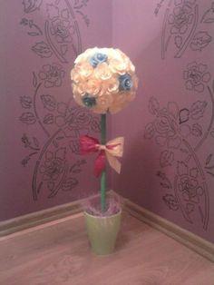 Drzewko z róż z krepiny