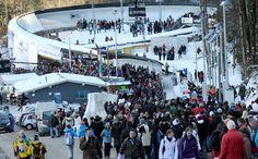 Die Rennrodel-Weltelite macht erstmals in der vorolympischen Saison 2012/2013 Station in Deutschland. Eher als geplant, denn der zweite Viessmann-Weltcup des Winters sollte ursprünglich im italienischen Cesana stattfinden. Nach der kurzfristig erfolgten Schließung der olympischen Kunsteisbahn von 2006, bekam das bayerische Königssee den Zuschlag vom internationalen Rennrodel-Verband (FIL) und darf sich nun auf gleich zwei Weltcups in diesem Winter auf der traditionsreichen Berchtesgadener…