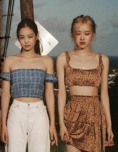 Image uploaded by 𝒩𝒶𝓂ℯ𝓁ℯ𝓈𝓈. Find images and videos about kpop, rose and blackpink on We Heart It - the app to get lost in what you love. Kpop Girl Groups, Korean Girl Groups, Kpop Girls, Blackpink Fashion, Korean Fashion, Fashion Outfits, Blackpink Jennie, Jenny Kim, Mode Kpop