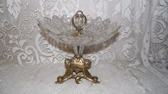 VINTAGE ORNATE ART NOUVEAU GLASS AND GOLD  METAL CENTERPIECE CANDY BOWL #1002