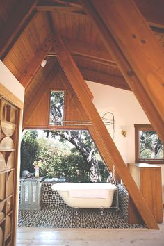 I could handle an outside bathtub in my future...