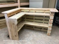 Diy Pallet Sofa, Wooden Pallet Furniture, Diy Pallet Projects, Wooden Pallets, Bar Furniture, Pallet Ideas, Wood Projects, 1001 Pallets, Pallet Wood