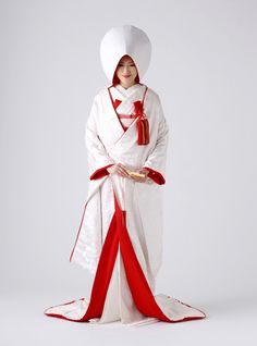 wizarding bridal kimono strictly in these colours only, regular kimono avoid this colour scheme in solid colours Traditional Kimono, Traditional Fashion, Traditional Dresses, Japanese Wedding Kimono, Japanese Kimono, Traditional Wedding Attire, Kimono Design, Japanese Costume, Kimono Dress