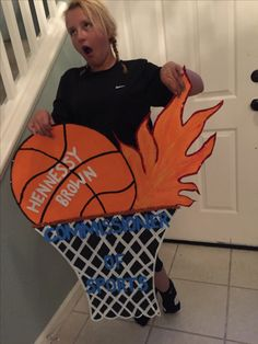 Basketball Poster Ideas, Volleyball Posters, Basketball Signs, Basketball Season, Basketball Mom, Softball, Kids Locker, Parent Night, Delta Zeta