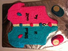 Baby revealing cake to tell if it will be a boy or a girl in side the cake.