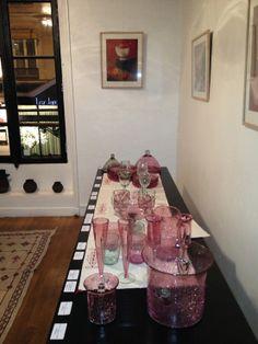 Salle 3 : les flûtes à champagne et notamment les flûtes à champagne coniques en verre soufflé http://www.comptoirazur.fr/arts-de-la-table/207-cloche-a-fromage-ou-gateau-en-verre-souffle.html