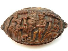 ANTIQUE EARLY 19thC FRENCH GEORGIAN FINELY CARVED TREEN COQUILLA NUT SNUFF BOX