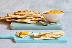 Mary Berry Spiced Carrot Hummus with Flatbread Recipe Mary Berry, Pavlova Recipe, Picnic Foods, Picnic Recipes, Dessert Recipes, Flatbread Recipes, Quick Meals, Pain, Kitchens