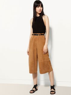 Women´s Trousers at Massimo Dutti online. Enter now and view our Spring Summer 2019 Trousers collection. Leather Culottes, Holiday Wardrobe, Mix Match, Trousers Women, Her Style, Editorial Fashion, Fall Winter, Spring Summer, Style Inspiration