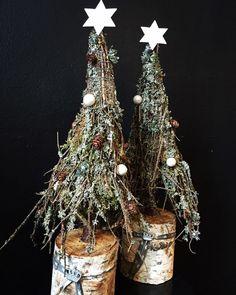 Billedresultat for små kogler Christmas Mantels, Rustic Christmas, Handmade Christmas, Christmas Lights, Christmas Wreaths, Christmas Crafts, Christmas Decorations, Christmas Ornaments, Holiday Decor