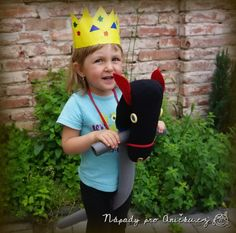 Kůň pro prince a princezny - Horse for princes and princesses Prince And Princess, Diy Toys, Captain Hat, Horses, Princesses, Hats, Fashion, Moda, Hat