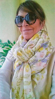 Buenas tardes!!!!!! Hoy estreno fular de seda y forro Julunggul, de la nueva colección primavera-verano 2017. ¿Os gusta? www.julunggul.com