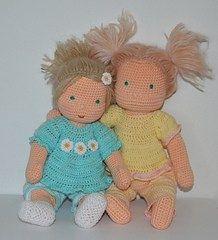 Crochet Dolls Patterns Waldorf Inspired Baby Doll free crochet pattern 10 FREE DOLL PATTERNS - Dolls are the perfect gift for any little girl! These FREE doll crochet patterns are even more perfect to make and give as a gift! Cute Crochet, Crochet Toys, Crochet Baby, Crochet Dolls Free Patterns, Baby Patterns, Amigurumi Patterns, Crochet Doll Clothes, Knitted Dolls, Knitted Cat