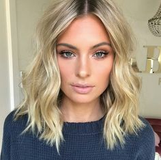 Hottest Styles For Medium Hair hair ❤️ Let's guide you to the world of medium hair styles. We have a collection of the most fashionable hairstyles for ladies with shoulder length hair. Beach Waves For Short Hair, Short Wavy Hair, Short Hair Styles, Short Waves, Curly Bob, Messy Waves, Short Hair Lengths, Curly Bangs, Hair Styles Beach Waves