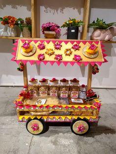 Indian Wedding Gifts, Creative Wedding Gifts, Desi Wedding Decor, Wedding Crafts, Bridal Gift Wrapping Ideas, Wedding Gift Baskets, Wedding Gift Boxes, Diwali Gift Hampers, Thali Decoration Ideas