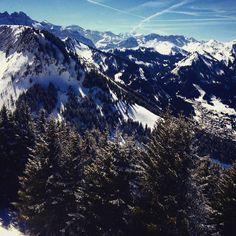 Perfect powder in châlet #houde #mountains #sunny #lesportesdusoleil #snowboarding #sunburn #virb #houde #roadtrip #pictureoftheday #gin tonic #paulatsleep