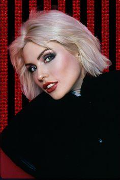Debbie Harry Style, Blondie Debbie Harry, Women In Music, Rock Chic, Amy Winehouse, American Singers, Blondies, Pretty Woman, Punk