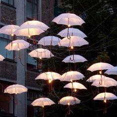 Idée plutôt sympa, parapluie inversé peut-être pas mal non plus.