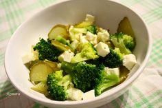 Sałatka z brokułów, ogórka kiszonego i sera feta