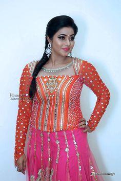 Shamna Kasim (Poorna) Actress Photos Stills Gallery Shamna Kasim, Big Photo, Shraddha Kapoor, Actress Photos, Beautiful Actresses, Indian Beauty, Diva, Photo Galleries, Product Launch