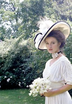 Jane Seymour for Somewhere in Time, 1980. Via http://hollywoodlady.tumblr.com/post/147658162641/jane-seymour-for-somewhere-in-time-1980
