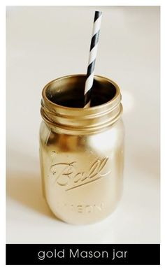 Serve your drinks in spray-painted mason jars. Spray Paint Mason Jars, Gold Mason Jars, Colored Mason Jars, Gold Spray Paint, Painted Mason Jars, Lila Party, Nye Party, 50th Party, Oscar Party
