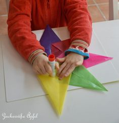 A guide for beautiful rainbow stars - Diy Gifts For Brothers Ideen Weighted Blanket Diy, Diy Niños Manualidades, Diy Angel Wings, Wings Diy, Origami, Diy Snow Globe, Globe Ornament, Rainbow Decorations, Rainbow Star