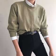 """25b3f0f119 Mädchen von Mars auf Instagram: """"Olivgrüner Lacoste-Pullover aus  Vintage-Wollgemisch."""
