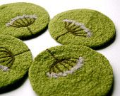 Felted Coasters Wool Queen Anne's Lace in Lime Green Set par adknit Felted Soap, Needle Felted, Nuno Felting, Felted Wool Crafts, Felt Crafts, Felt Coasters, Felt Pictures, Queen Annes Lace, Wool Applique