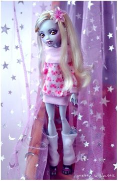 *__________* I finally had the time doing an own Monster High repaint~! *happy* and of course I choose Lagoona Blue because she is my fav. Custom Monster High Dolls, Monster Dolls, Monster High Repaint, Custom Dolls, Ooak Dolls, Barbie Dolls, Art Dolls, Love Monster, Kawaii Doll