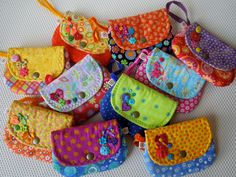 Explore toda minúcia's photos on Flickr. toda minúcia has uploaded 568 photos to Flickr. Clutch Bag Pattern, Diy Coin Purse, Sewing Crafts, Sewing Projects, Diy And Crafts, Arts And Crafts, Softie Pattern, Sewing Patterns Girls, Quilted Bag
