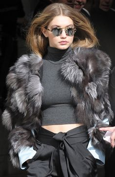 Gigi Hadid from The Big Picture: Today's Hot Photos Gigi Hadid from The Big Picture: Today's Hot Pics The model is seen after walking the runway in the Chanel fashion show during Paris Fashion Week. Estilo Gigi Hadid, Gigi Hadid Style, Alana Hadid, Bella Hadid, Chanel Fashion Show, Paris Fashion, Fashion Fashion, Gigi Hadid Outfits, Hottest Photos