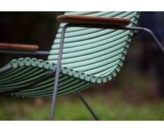 Houe Chaise à accoudoirs Click Dining avec dossier haut - bleu pigeon Design Bestseller, Best Sellers, Garden Tools, Color Blue, Forearm Stand, Lounge Chairs, Chair, Woodwind Instrument, Steel