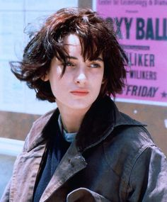 winona ryder rocking the bob haircut style Grunge Haircut, 90s Grunge Hair, Short Grunge Hair, Short Hair Cuts, Short Hair Styles, Edgy Hair, Girl Short Hair, Short Curly Hair, Long Hair