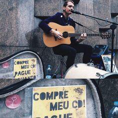 Bom dia  Se você já andou pela Av. Paulista, provavelmente já teve o prazer de escutar um bom som no mesmo ritmo da cidade. Na foto, Thiago Coiote, um excelente musicista que anda com nosso adesivo por seus trajetos ❤️ Você pode conferir o som dele aqui:  https://www.youtube.com/channel/UCO88HMLiKILn2_266cnuvTQ #spreadwelo #spreadlove #welo
