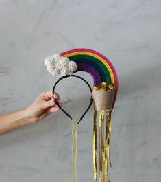 Gold at the end of the rainbow Crazy Hat Day, Crazy Hats, Clever Costumes, Diy Halloween Costumes, Fascinator, Space Costumes, Design Textile, Carnival Costumes, Festival Outfits