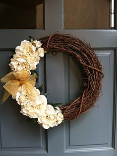 My friend made this cute wreath and made a tutorial for it.  I need a year round wreath since I'm in love with them now!